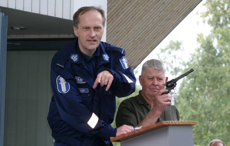 Poliisi Aseen Näyttö