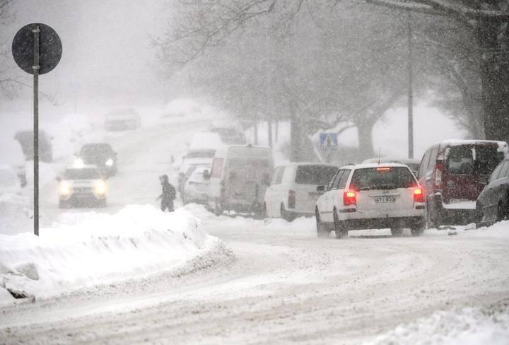 Lunta Sataa Ja Kaikkia