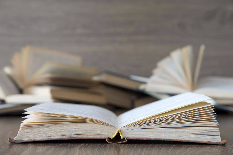 Iltasatuja ääneen Luettuna